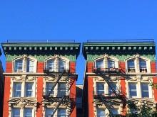 Omhoog kijken (1) gevels in Harlem NYC